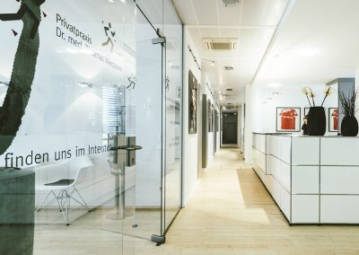 praxis-für-orthopädie-empfang-usm-theke